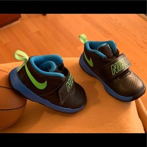 Amazing Pre-Owned Kid Nike Hustle Team D8 sneakers